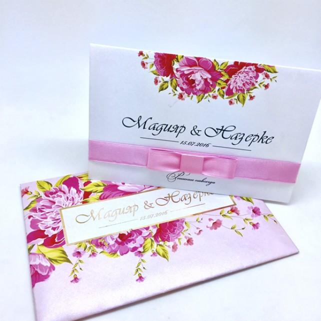 Нежное розовое приглашение с конвертом